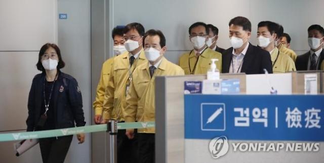 [코로나19] 김상희 인천공항 검역소장 두달째 휴일없이 출근..만성 인력부족 해결해야