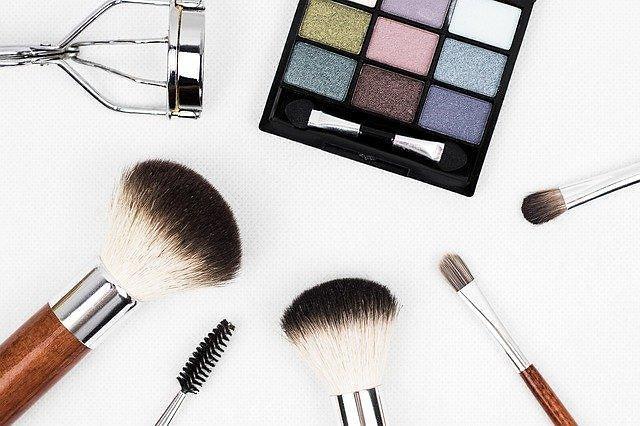 마스크가 바꾼 화장품 판매 트렌드...색조 덜 사고 기초 더 산다