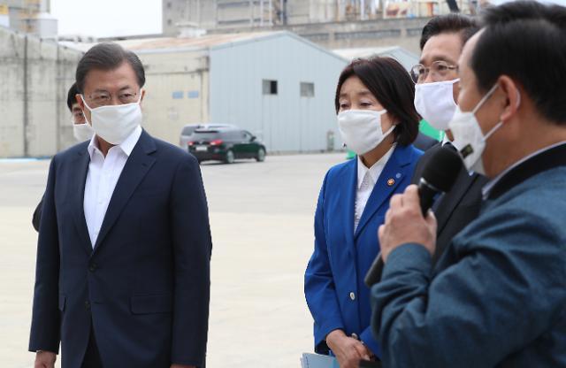 """37일 만에 TK 찾은 文대통령 """"연대·협력의 힘 보여줬다""""(종합)"""