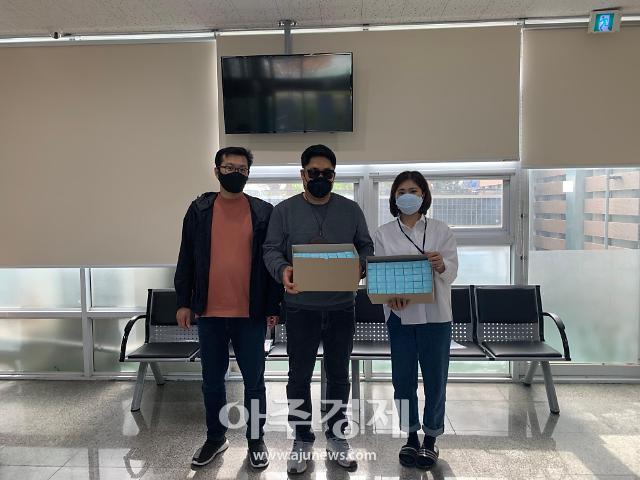 코로나19 극복에 동참하는 시각장애인....손 소독제 기부