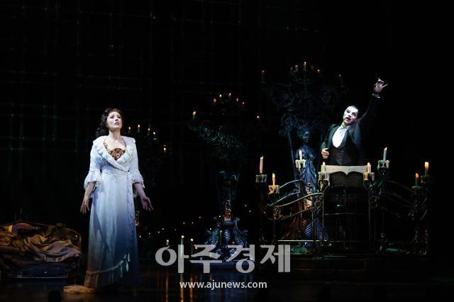 [종합] 오페라의 유령 코로나 확진자 발생...여파로 드라큘라도 공연 중단