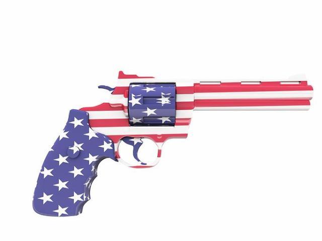코로나19 불안감에 총기 구매하는 미국인들