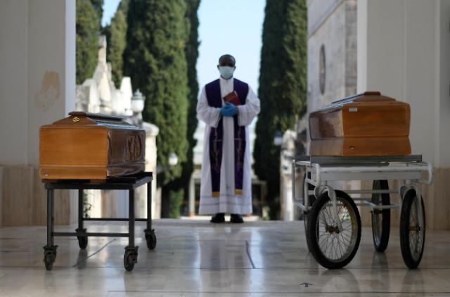"""[코로나19] 이탈리아·스페인 """"정점 찍었다""""...유럽 확산, 새 국면"""