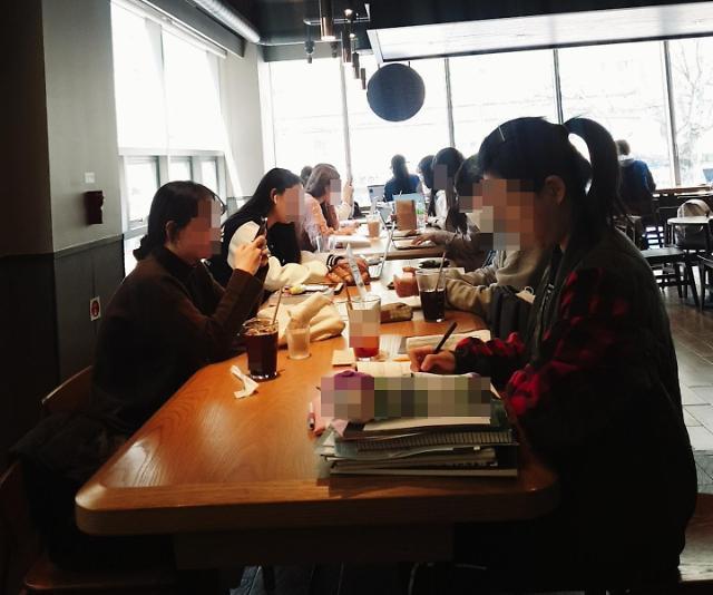 학생들로 북적이는 카페…집단감염 우려 커진다