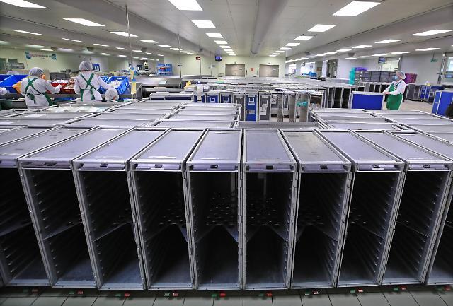 新冠疫情致航班大幅缩减 机内餐食供应商受损严重