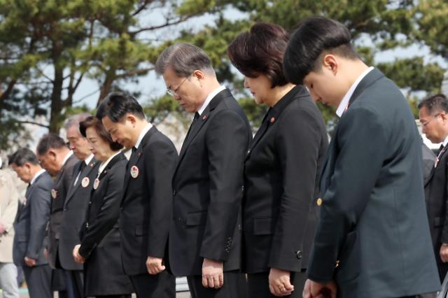 文在寅出席济州四三事件72周年悼念仪式
