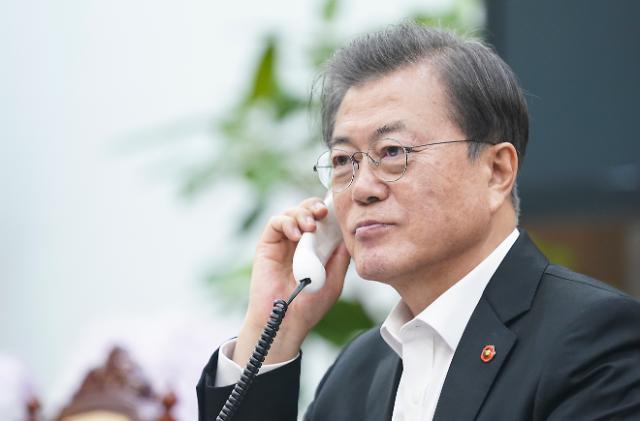 [코로나19] 文대통령, 베트남 총리에 韓기업인 입국 조치 감사...중기 인력 관심 요청