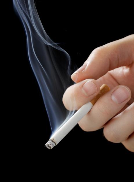 """방역당국 """"흡연자도 이제 코로나19 고위험군""""…폐 기능 저하 가능성 높아"""