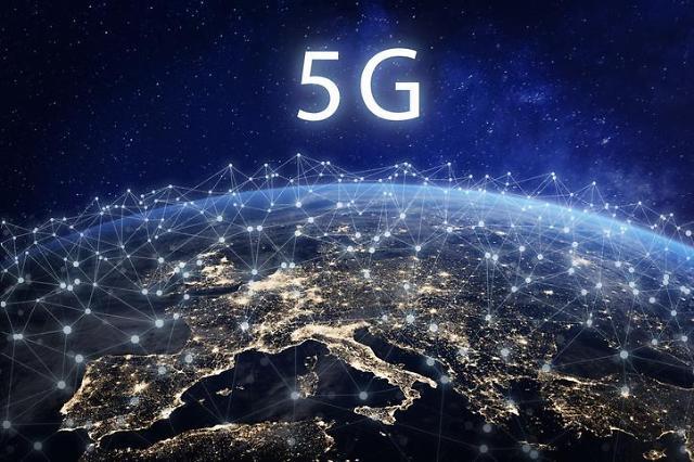 """5G가 코로나19 퍼트린다"" 허위정보에 불타는 영국 5G통신망"