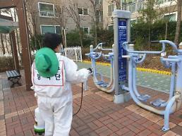 .韩国一对母子隔离期间下楼散步 或将被罚6万元.