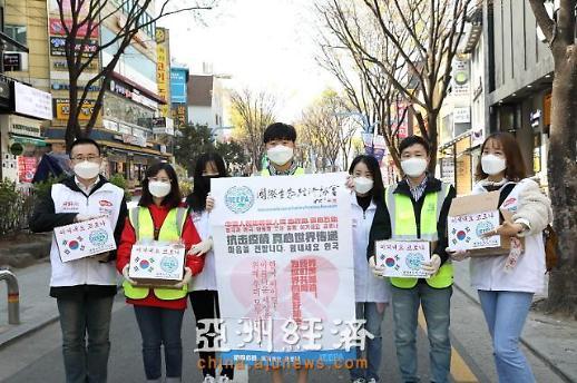 [AJU VIDEO] 爱心传递世界——国际生态经济协会向韩国民众分发口罩