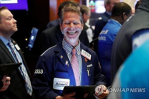 【纽约股市】对疫情拐点的期待带动道琼斯暴涨7%