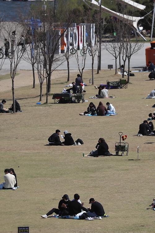 한강공원도 '사회적 거리두기'