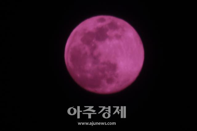 [포토] 4월에 뜬 보름달, 핑크문