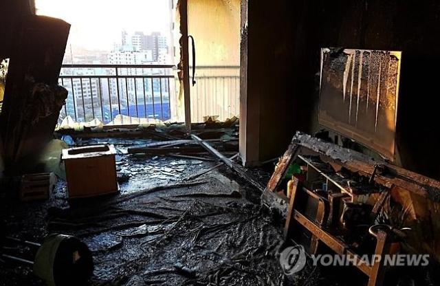 울산 아파트 화재···동생 구하러 들어간 형까지 참변