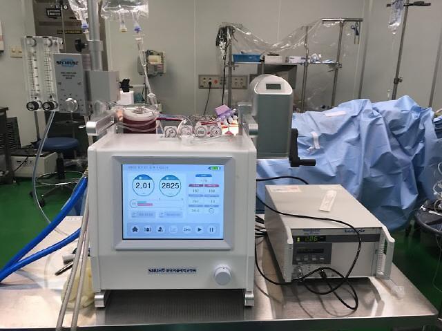 코로나19 중증환자 치료장비 에크모 국산화 첫 발