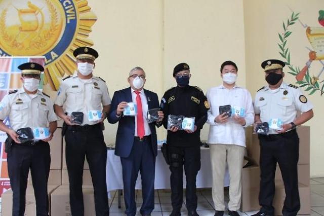 [코로나19] 코이카, 과테말라 경찰에 마스크 1만장 기부