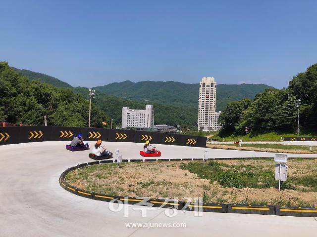 """""""무동력 썰매 타고 씽씽"""" 휘닉스 평창 루지랜드 오픈"""