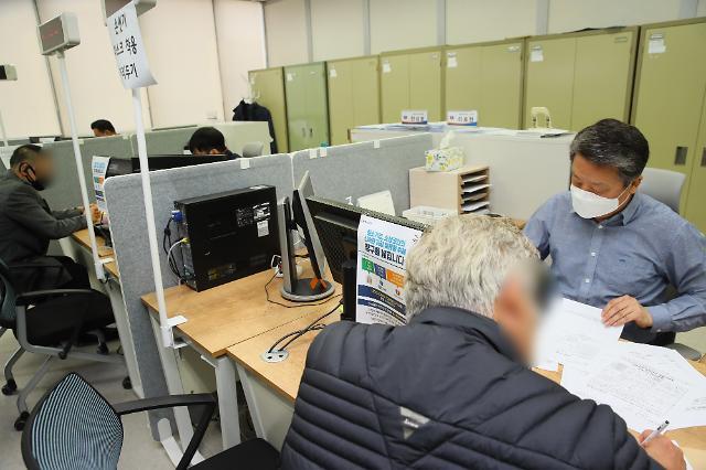 코로나19 장기화에 3월 예적금·보험 해지액 11조원
