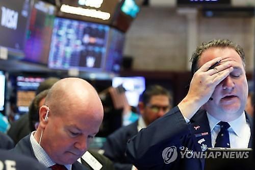 """【纽约股市收盘】消费生产业绩""""三重冲击""""到来 国际油价创18年来新低"""