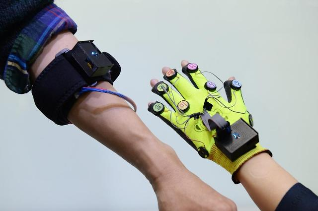 State research institute develops system to help hearing-impaired to feel sound through tactile sensation