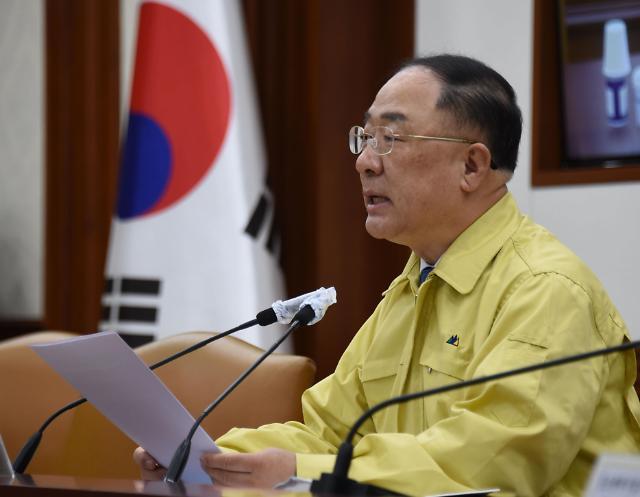 """홍남기 부총리 """"1분기 성장률 -1.4%… 민간소비 IMF 이후 최악"""""""