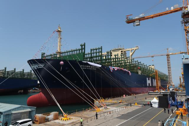World's largest container carrier named HMM Algeciras at Daewoo ...