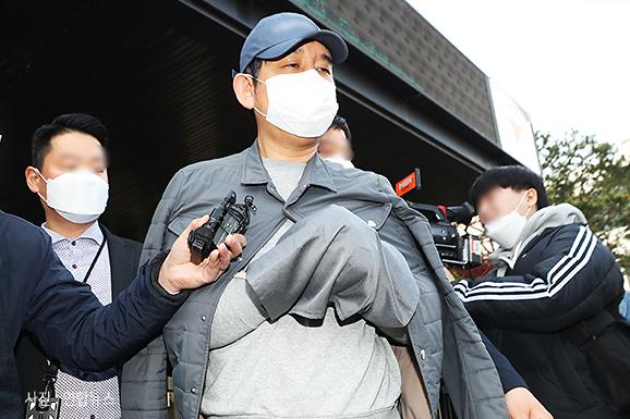 [슬라이드 포토] 라임사태 핵심 김봉현 모습 드러내