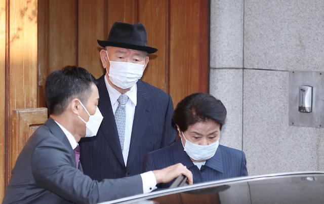 全斗焕乘车前往光州法院 今日将出庭受审