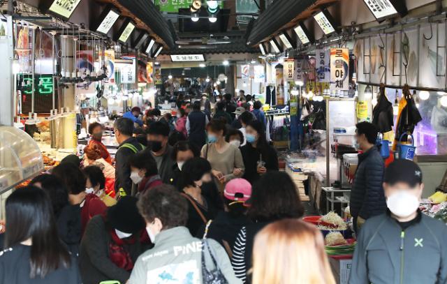 韩传统市场人潮涌动