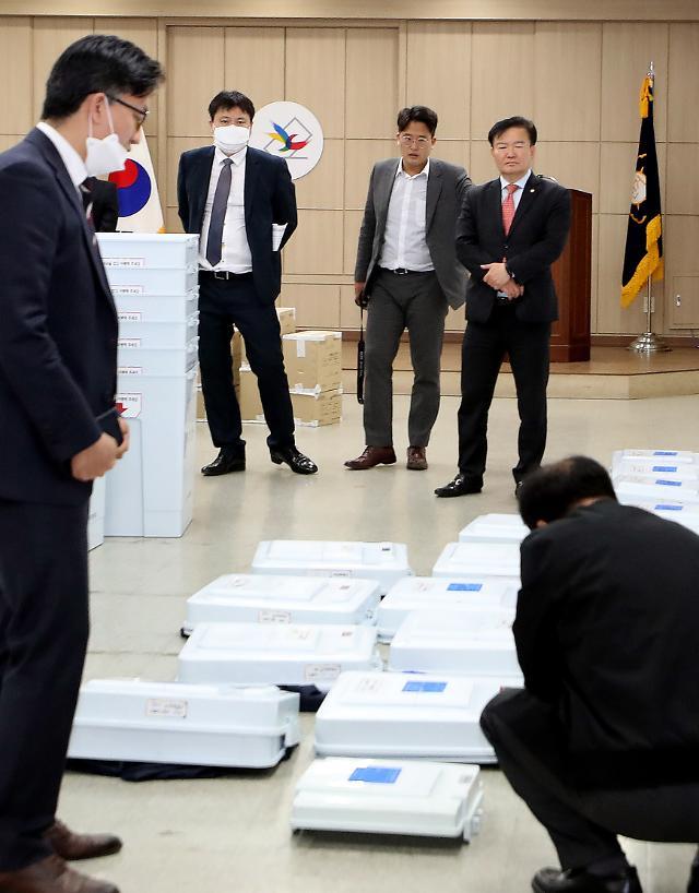 [아주 정확한 팩트체크] 투표지 바코드에 유권자 개인정보가?