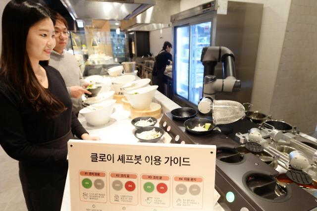 LG전자, 빕스 매장에 로봇 요리사 클로이 셰프봇 추가 도입