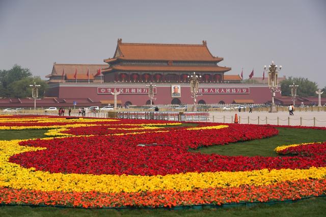 [중국포토] 노동절 연휴 앞두고 꽃단장한 톈안먼 광장