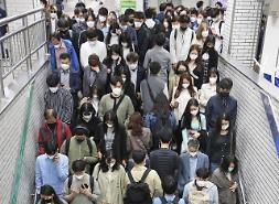 Seoul ban hành lệnh bắt buộc đeo khẩu trang cho hành khách đi tàu điện ngầm giờ cao điểm