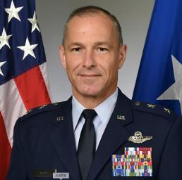.特朗普提名美空军中将斯科特·普莱斯为驻韩美军副司令.