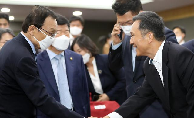 """靑 사회수석 """"원격의료 다각적 분석 중…검토 필요"""""""
