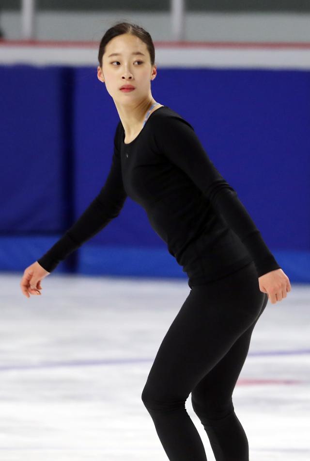韩国花滑女将刘永上冰训练