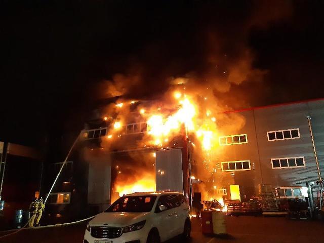 [포토] 인천 원창동 톱날 제조공장서 불…1천400만원 재산피해