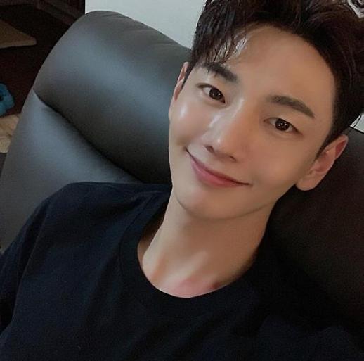 演员朴智勋因胃癌去世