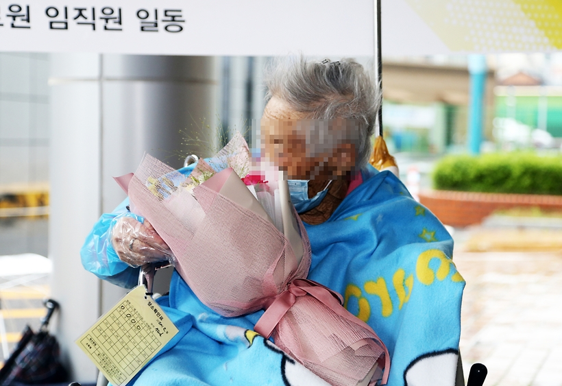 코로나 이겨낸 104세 할머니