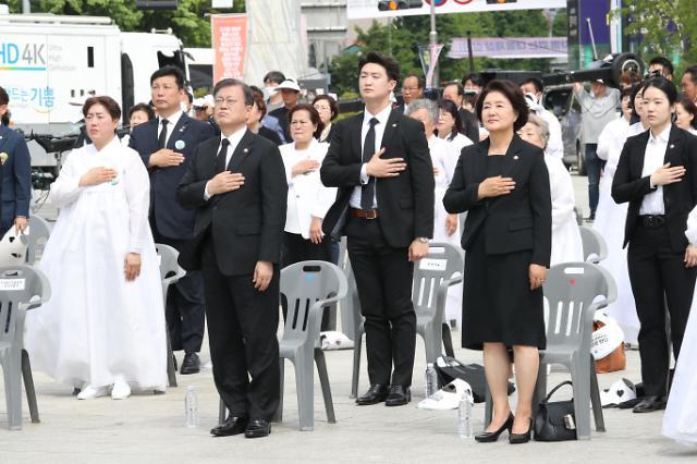 """文在寅出席光州""""5·18民主化运动""""40周年纪念仪式"""