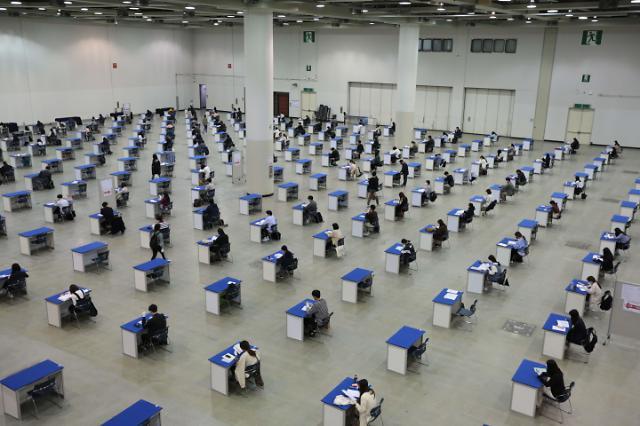调查称新冠疫情致7成韩国人推迟跳槽计划