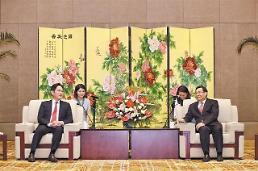 .陕西省委书记胡和平在西安会见三星电子副会长李在镕.