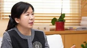 Yoon Joo-hyun viện trưởng Viện xúc tiến thiết kế Hàn Quốc Tôi đang mơ về môt thiết kế hài hòa hướng đến tất cả mọi người