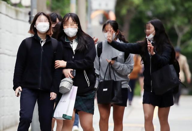 韩国高三学生20日重返校园