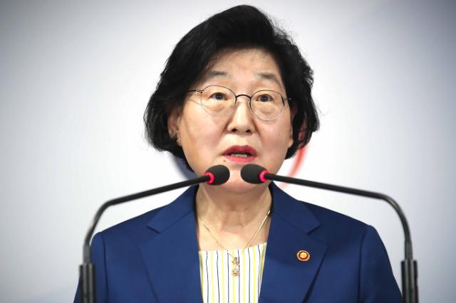 """이정옥 여가부 장관 """"윤미향 문제 인지 못해…국민께 사과"""""""