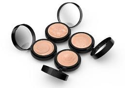 .科丝美诗推出固体粉底 开启3D化妆品时代.