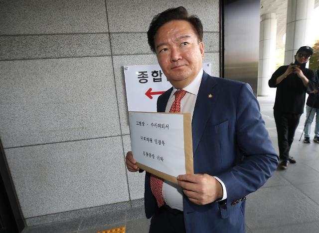 [포토] 대검 민원실 향하는 민경욱 의원