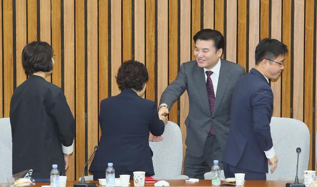 """통합·한국 """"5월내 합당"""" 재확인…원유철 임기 연장은 미지수"""