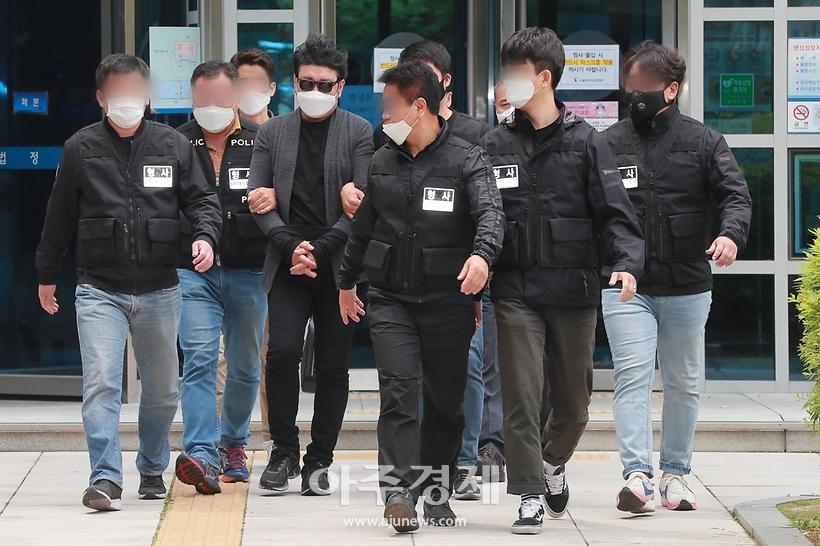 경비원 폭행 혐의 입주민, '묵묵부답'